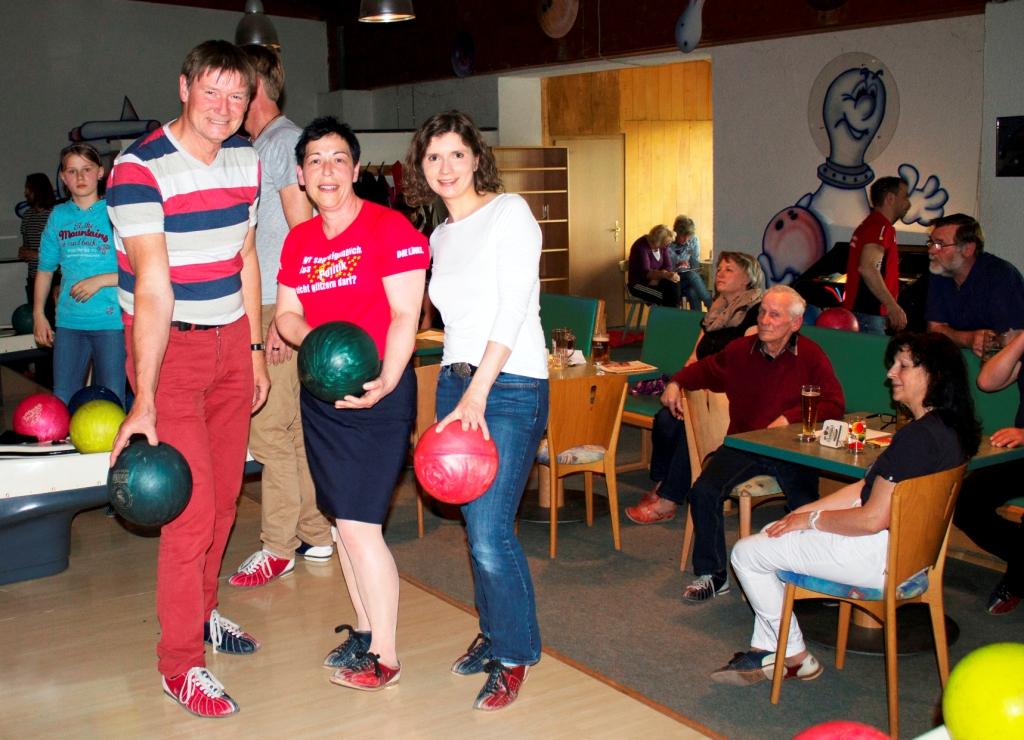 Benefiz-Bowling der LINKEN: 410 Euro für das Tierheim in ...